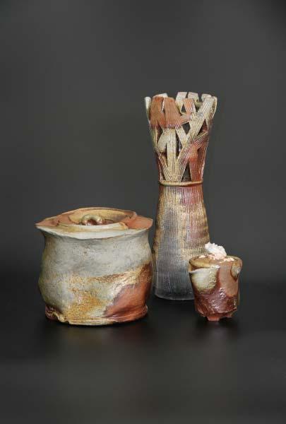 「透かし花器」W120×D135×H369 cm 「穴窯水指」W198×D205×180 cm 「手捻り白龍宝瓶」W92×D115×134 cm