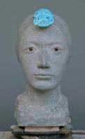 「ヨフィリア女神」 本小松石、トルコ石、ラピスラズリ、黒曜石、白大理石 22×35×44.5cm