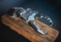 「ミヤマクワガタ」 81×28.5×h33cm +台座(黒御影石、枕木)
