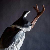 「二つの門 -カブトムシ-」 黒御影石、ブロンズ 45.5×21×h45cm