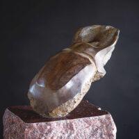 「Three Horn Beetle -コーカサスオオカブト-」 ブロンズ、赤御影石 12.3×22×h15.8cm+台座