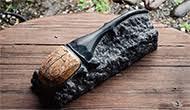 「ヘラクレスオオカブト」 34.5×11.8×H14.5cm 黒御影石、イエロートラバーチン大理石