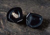 「はまぐり石製香合-こがねむし」 9.2×7.6×h5.5cm 黒大理石、銀箔、色漆