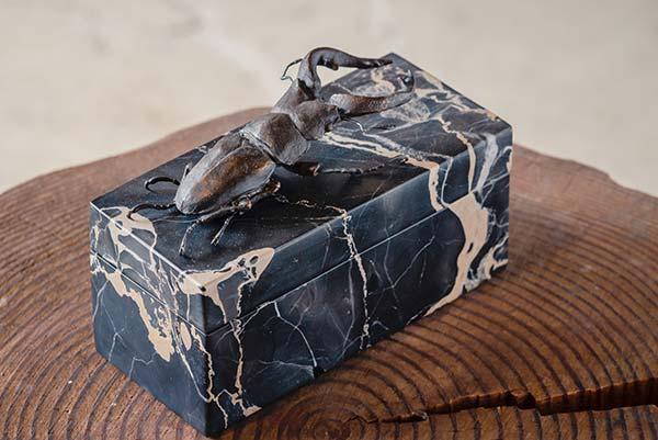 「ノコギリクワガタの石製宝石箱」 14.2×6.4×h10.2cm