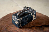 佐藤正和重孝 「ノコギリクワガタの石製宝石箱」 14.2×6.4×h10.2cm